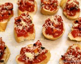 Bánh mỳ sốt Bruschetta cà chua